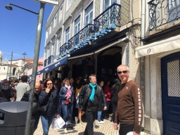 The outside of busy Pasteis de Belem.