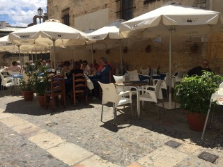 The tiny Plaza where we ate lunch in Arcos.