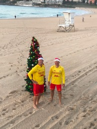 18.1482805528.lots-of-christmas-spirit-on-the-beach-today
