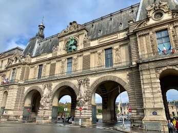Entry way to Louvre